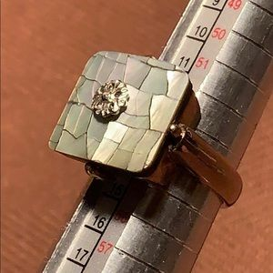 Mother of pearl/flower cocktail ring hardly worn